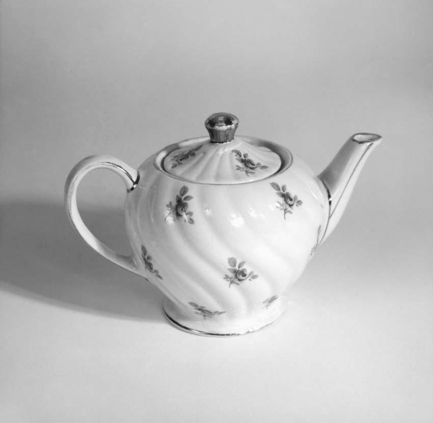 rose teapot