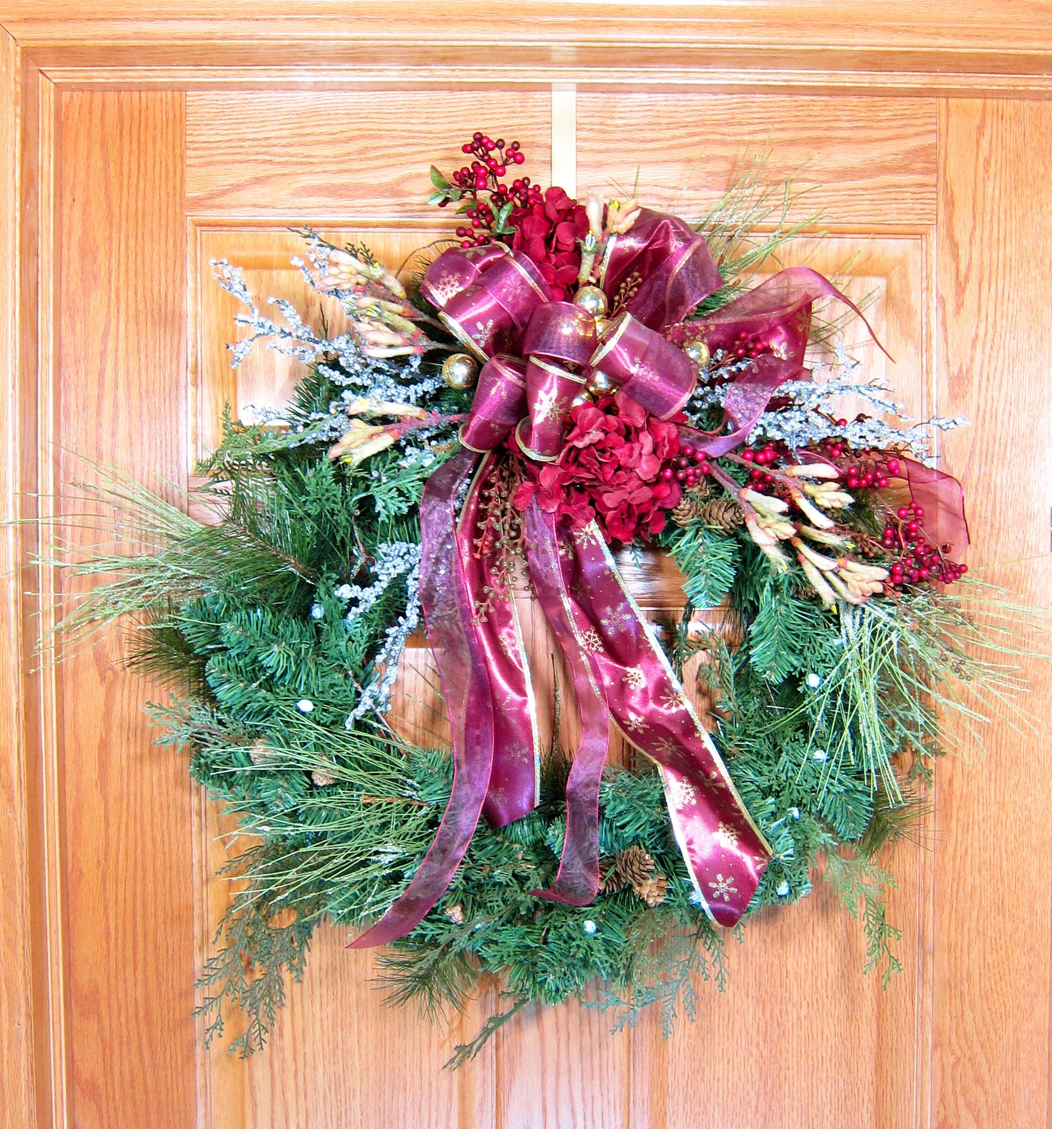 120 Wreath Hanger Satin Gold