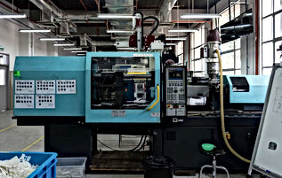 Plastic injecton moulding machine