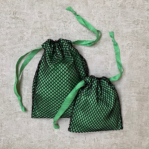 smallbags résille doublée - 2 tailles / black fishnet lined with green silk