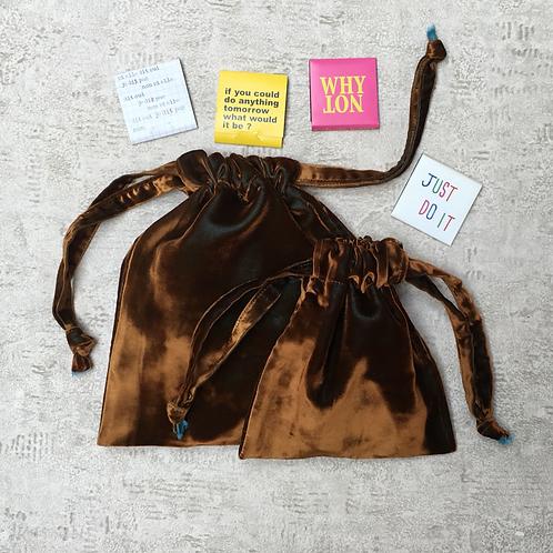 smallbags velours lisse changeant  / dark beige velvet reflecting blue bags