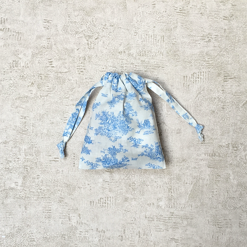 "smallbag blanc dessins toile de jouy / blue ""jouy"" drawings on white sheet"
