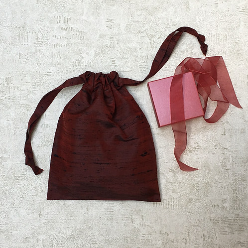 smallbag unique soie rouge foncé  / unique dark red silk bag