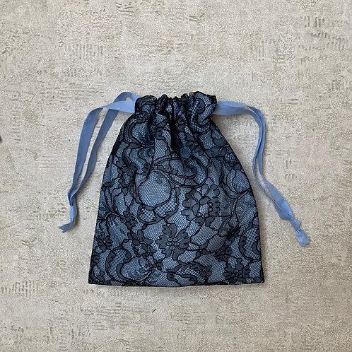 smallbag unique dentelle doublée de voile - black lace lined > blue cotton veil