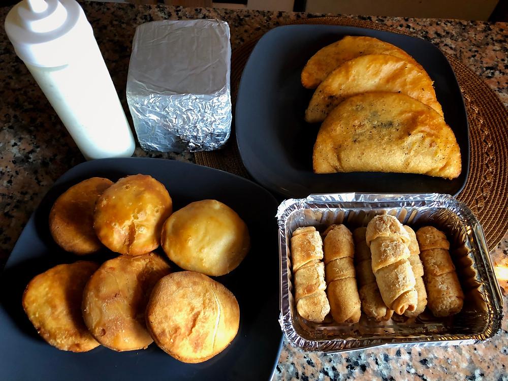 La Empanaderia PTY, empanadas, pastelitos, tequeños, salsa de ajo, queso llanero
