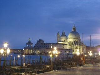 מבט על הגטו היהודי בונציה עם רדת הערב