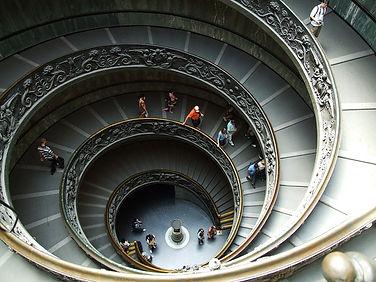 סיור בוותיקן המדרגות הספירליות.jpg