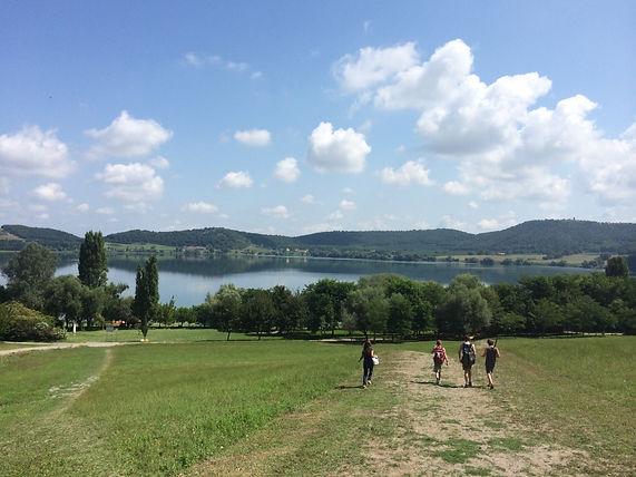 אגם בצפון איטליה עם אטרקציות לילדים