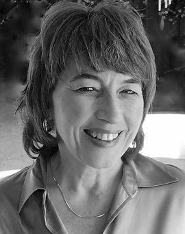 Headshot Maureen Cullum_black and white.