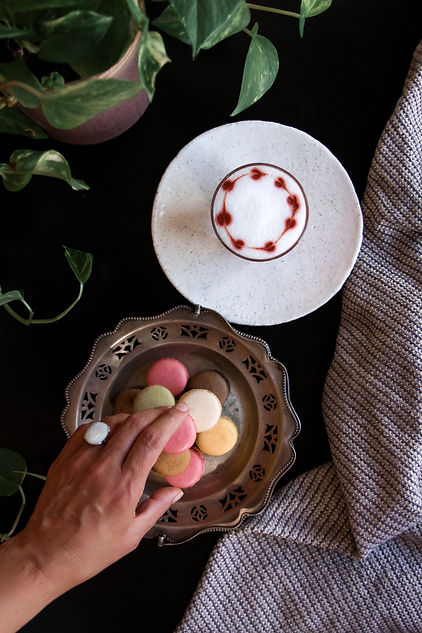 Red Cappucino & macarons