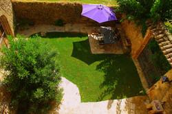 Blick vom Balkon auf Innenhof
