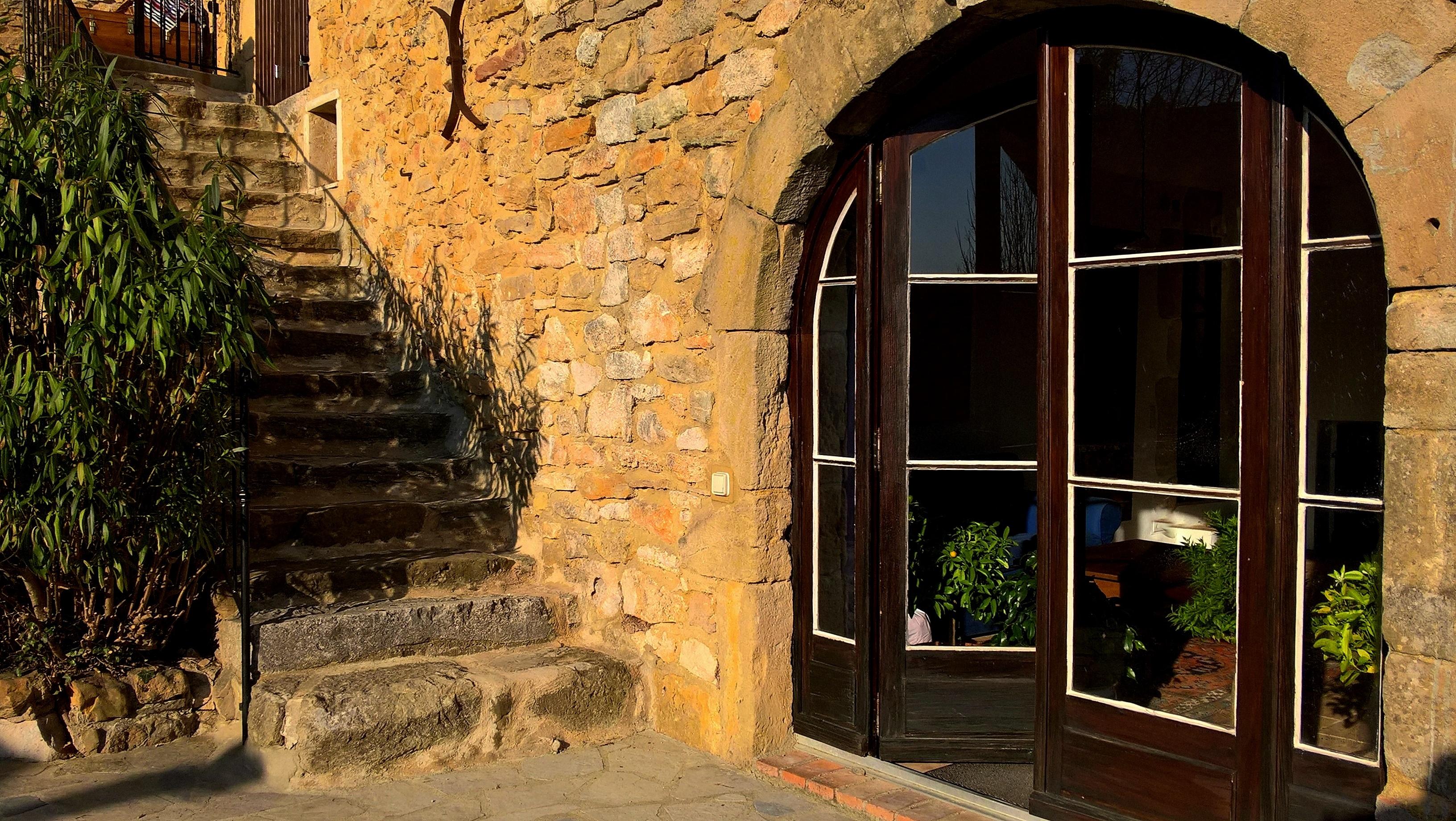 Sicht auf Eingang zum unteren Wohnteil mit Treppe