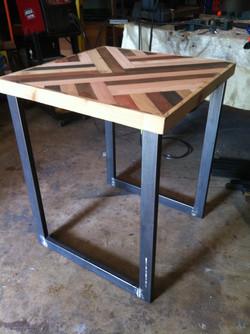 Geometric modular table