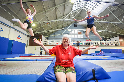 1_MPM-OLDEST_TRAMPOLINIST_05.jpg