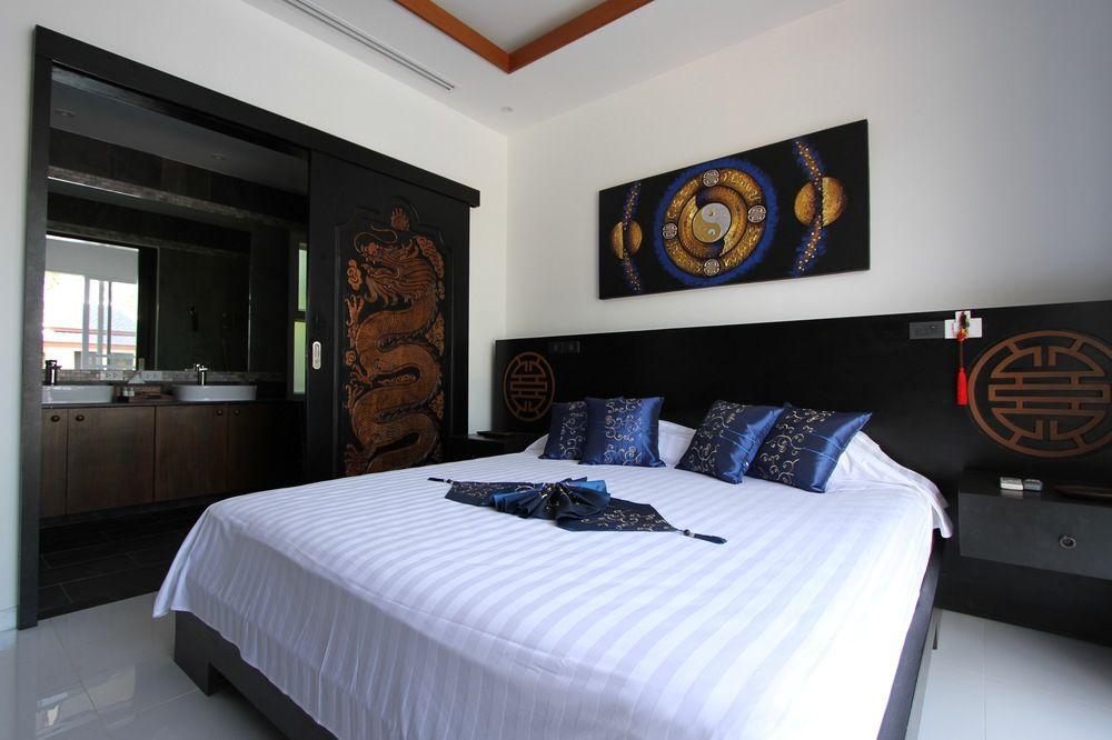 Camera matrimoniale nella villa blu
