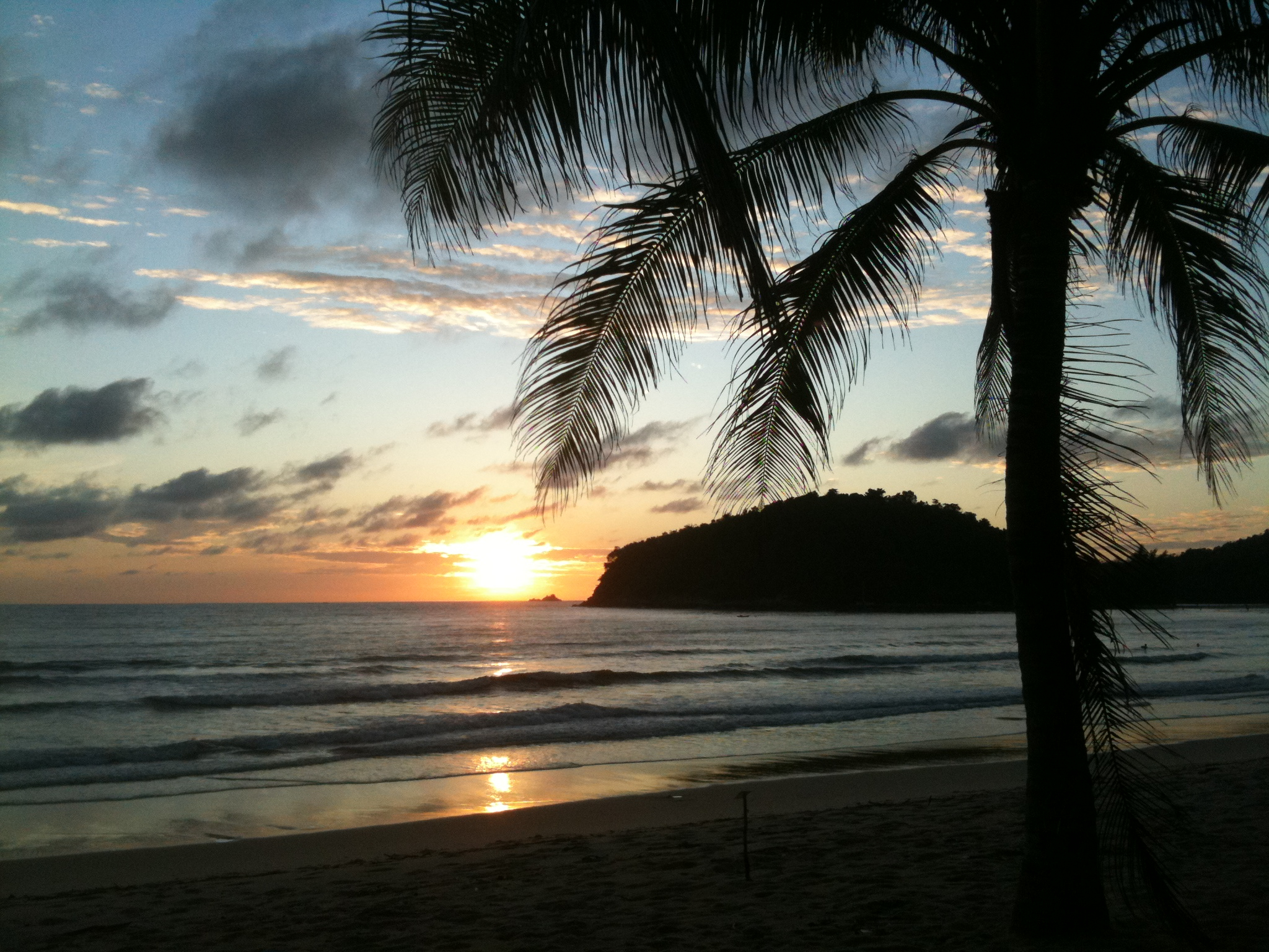 Layan Beach al tramonto