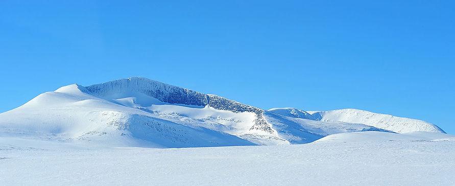 Helags 1797 m ö.h. i Ljungdalsfjällen - topp 3 i världen och Sveriges högsta fjälltopp söder om polcirkeln | foto © Pekka Ronkainen