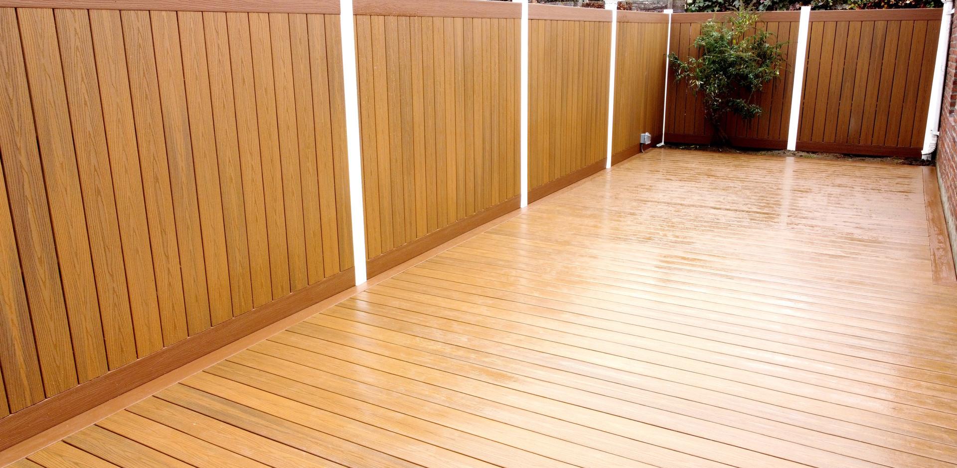 middle-village-floating-deck-fence.JPG