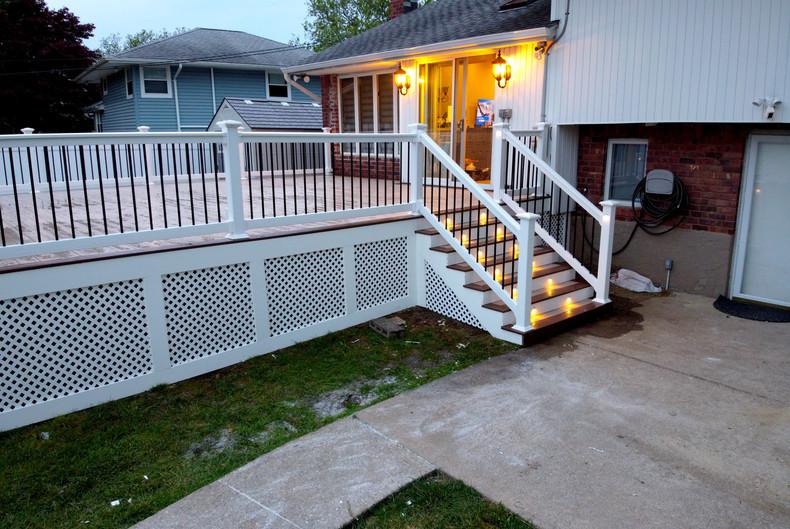 deck-lattice-with-white-trim.JPG