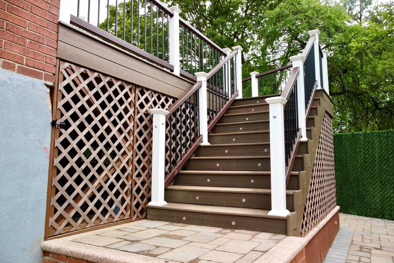 composite-deck-led-stair-lights.jpg