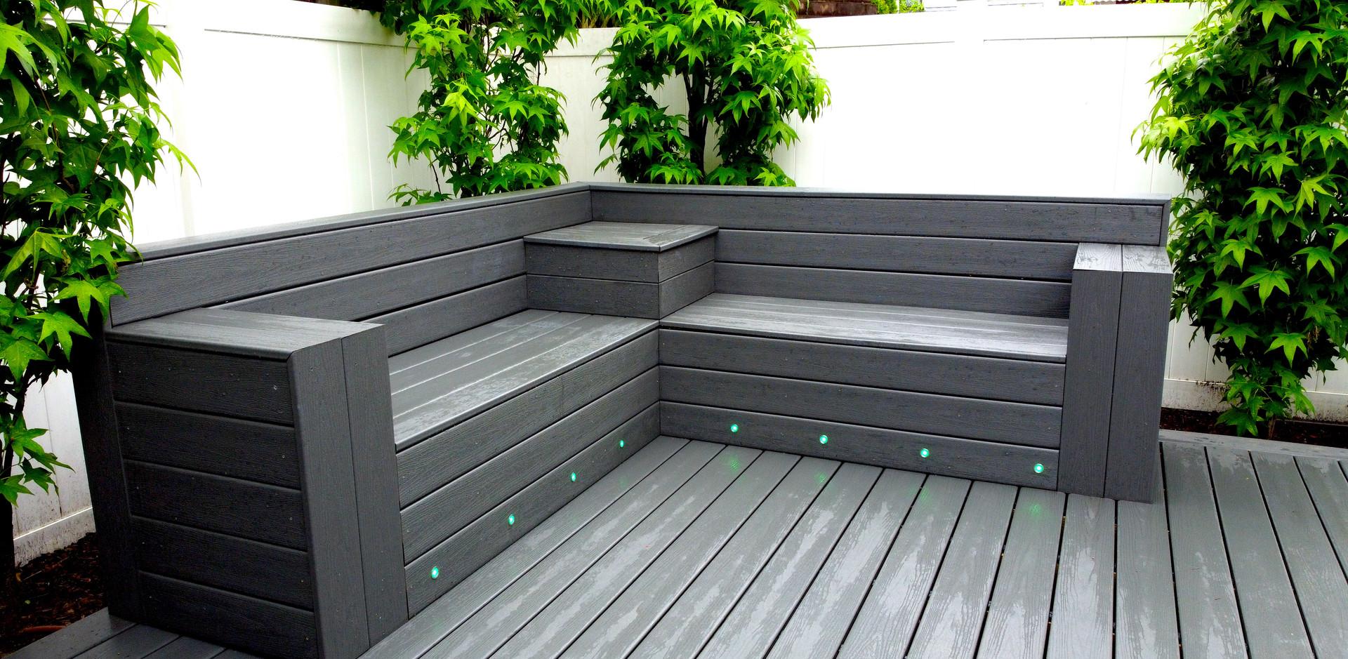 deck-custom-bench.JPG