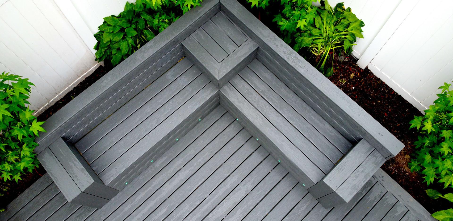 composite-deck-corner-bench.JPG