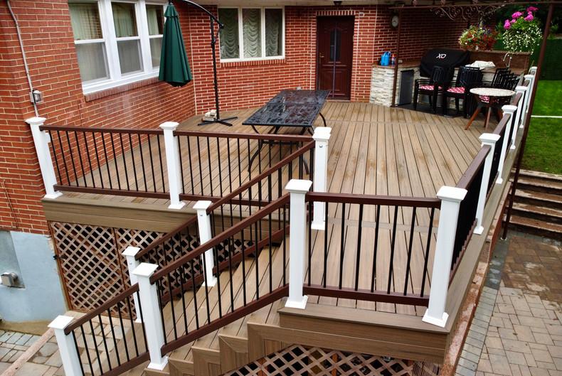 brown-deck-with-white-railings-ideas.jpg