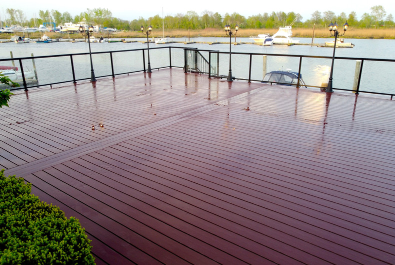 composite-deck-with-glass-railings.JPG