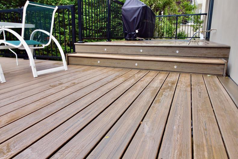 deck-stair-lights-led.JPG