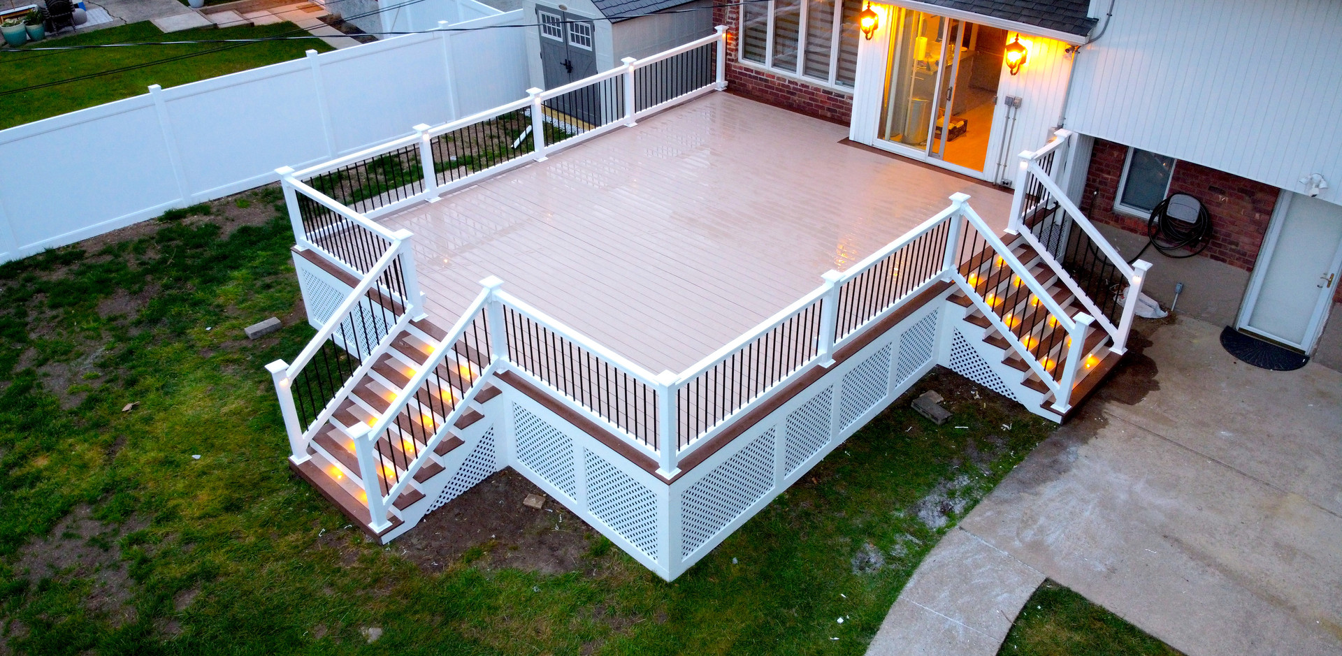 large-composite-deck-with-white-lattice.