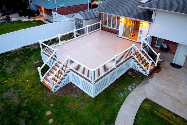 large-composite-deck-with-white-lattice.