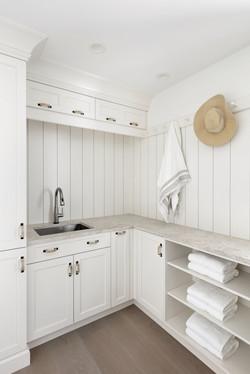 Towel nook and sink detail