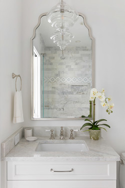 Powder room sink in white and marble