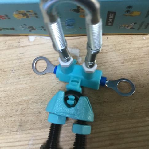 רובוט כחול עם סופר-עיניים