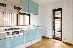 対面から壁付けに間取り変更して、機能性を高めたキッチンに! リフォームの施工事例 キッチン