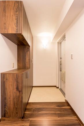 ブーツも傘も収納できる、コの字型玄関収納を作りました。|リフォームの施工事例|玄関