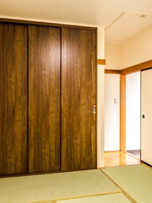 押入れをクローゼットにして天井収納梯子ユニットも新品に交換!|リフォームの施工事例|和室