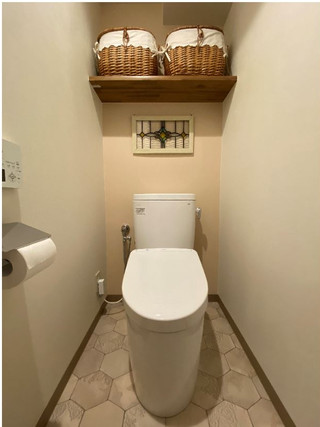 ステンドグラスが映える、癒しの空間に。|リフォームの施工事例|トイレ