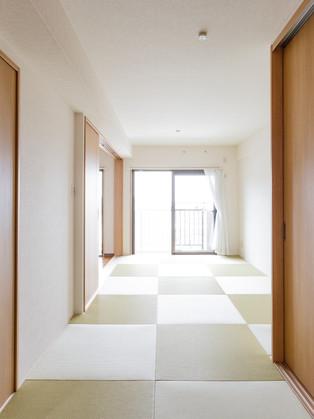 間仕切りを開け放って陽の光に照らされる広々和室へリフォーム|リフォームの施工事例|和室