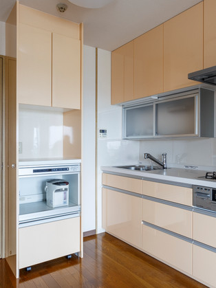 大容量収納で使いやすいキッチン回りへリフォーム!|リフォームの施工事例|キッチン