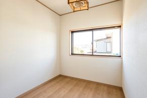 サッシを交換して明るく綺麗で快適な洋室にリフォーム。|リフォームの施工事例|洋室