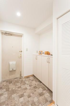 玄関を明るく綺麗にリフォーム。|リフォームの施工事例|玄関