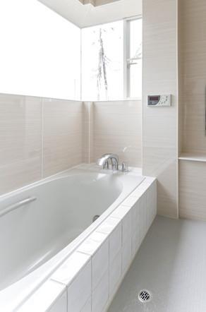 在来工法のお風呂を最新の設備とタイルでリフォームしました。 リフォームの施工事例 浴室・バス