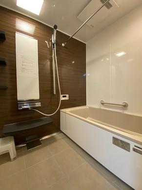 ホーローのお風呂で10センチ弱サイズアップ、暖かい浴室になりました|リフォームの施工事例|浴室・バス
