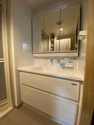 三面鏡収納、キャビネット収納で、収納力が向上!!|リフォームの施工事例|洗面化粧台