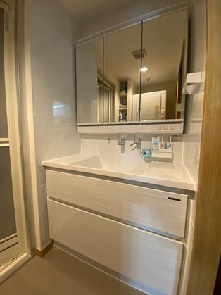 三面鏡収納、キャビネット収納で、収納力が向上!!|洗面化粧台