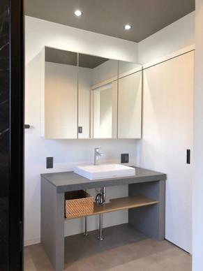 造作洗面台で、自由度の高いこだわりの空間になりました。|リフォームの施工事例|洗面化粧台