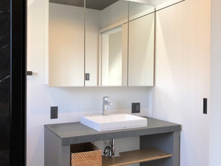 造作洗面台で、自由度の高いこだわりの空間になりました。 リフォームの施工事例 洗面化粧台