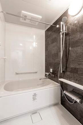 老朽化したユニットバスを新しいシステムバスにリフォーム。 リフォームの施工事例 浴室・バス