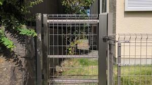 既存フェンスと同じようなデザインで門扉の交換|外構・エクステリア